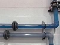 ドレン回収垂直配管のウォーターハンマー対策